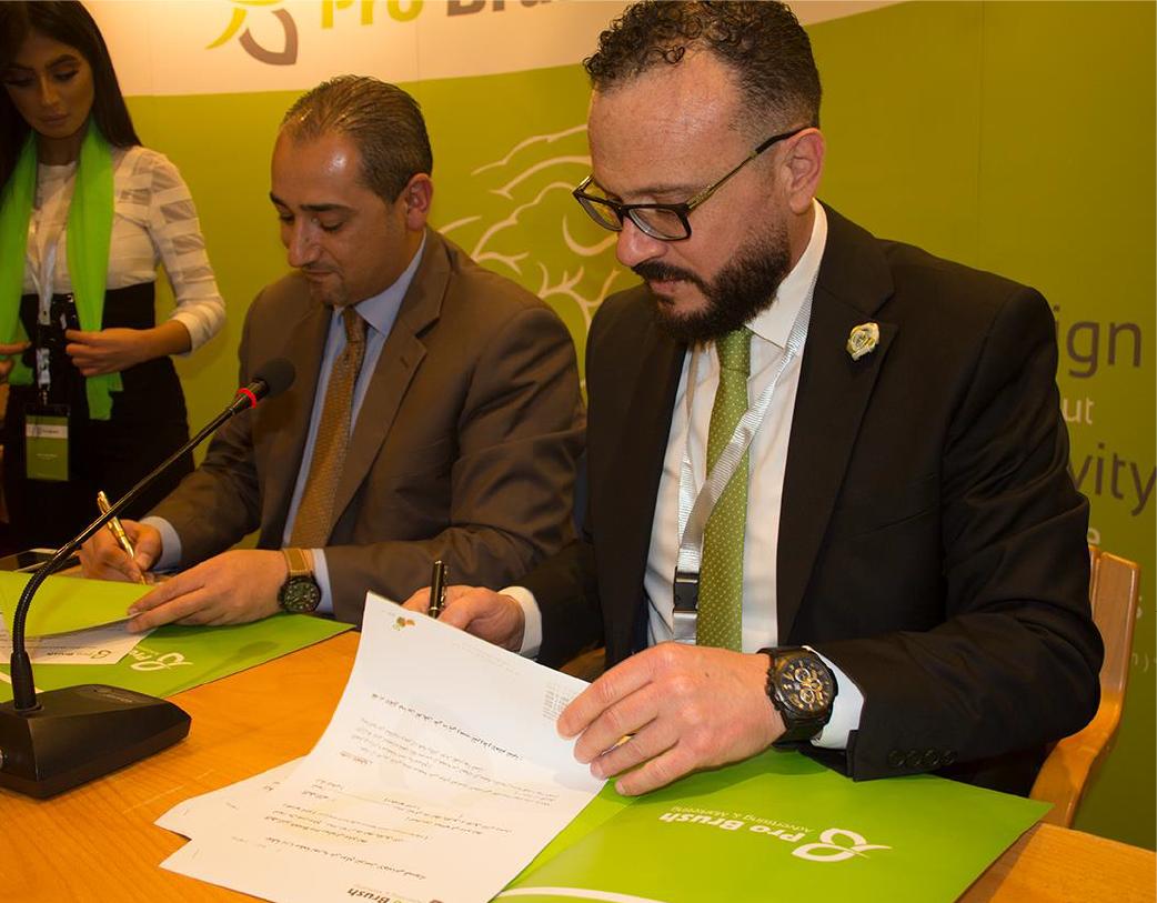 جانب من توقيع اتفاقيات في فندق موفنبيك البحر الميت